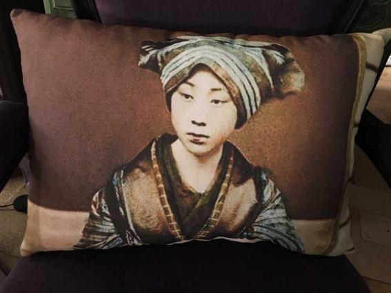 Coussin lin ancien portrait jeune japonaise