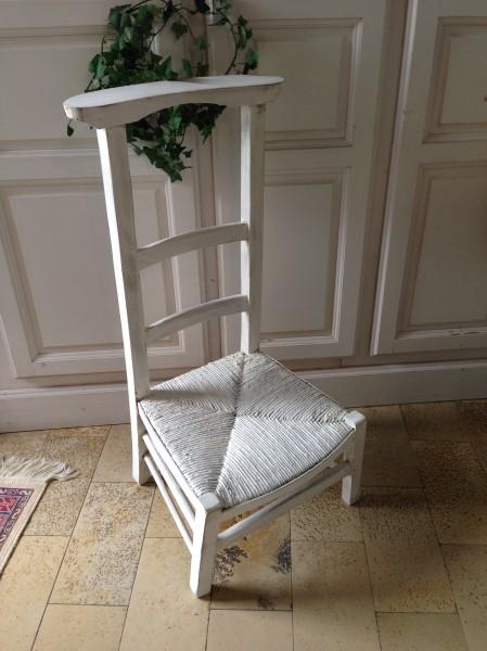 Le style monacal belette en compagnie mobiliers for Chaise qui vole