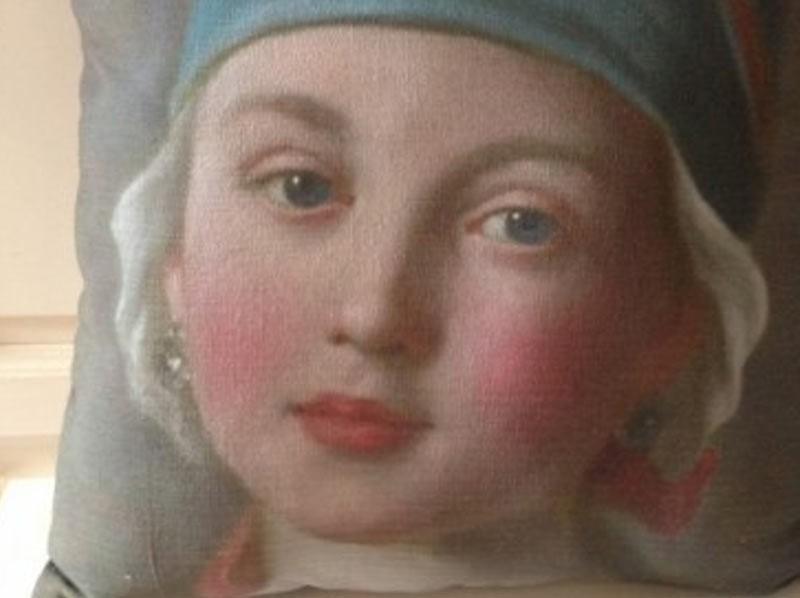 Coussin lin ancien portrait jeune fille XVIIIe au turban bleu