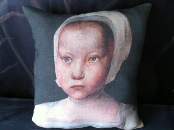 Coussin lin ancien portrait enfant époque XVe